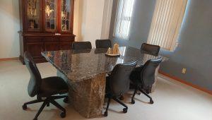 大型のテーブルと台石の制作、設置。